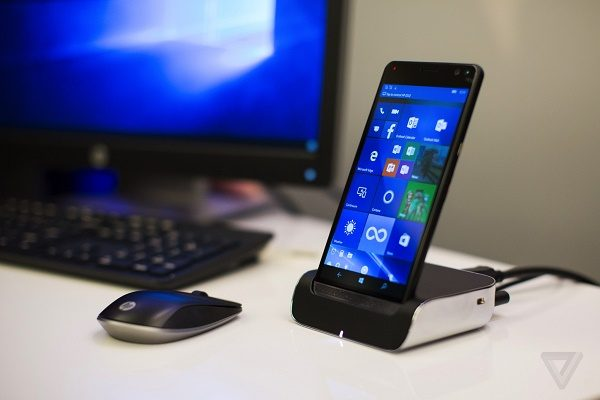 Geezam - HP Elite x3 shows love for Windows 10 with desk dock and headset - 20-07-2016 LHDEER (2)