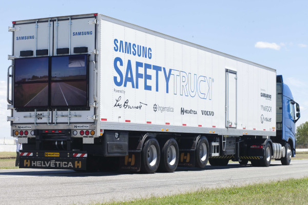 How Samsung Safety Truck will save Drivers Overtaking A Truck (1)